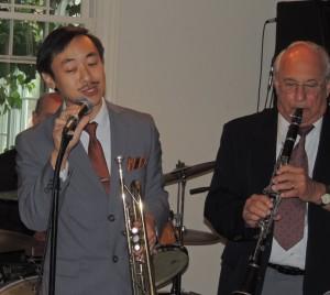 Gordon Au singing, Noel playing clarinet