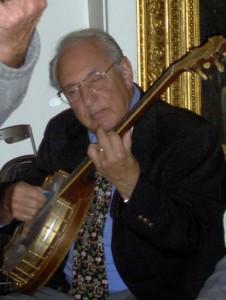 Noel plays untuned banjo