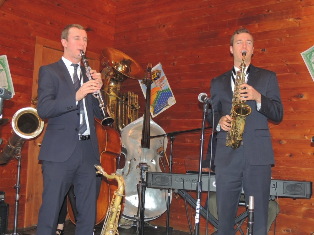 Anderson Brothers on clarinet and alto sax