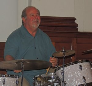 Dave Didriksent at drums